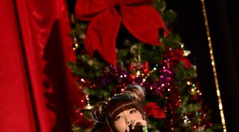 春奈るな、一足早いクリスマスパーティで、リア充ならぬ「るな充」した妄想クリスマスを歌や舞台を通してプレゼント!!