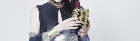 アニソンシンガーのELISA、アニソンカバーアルバム『ANICHRO』を手に、ワンマンライブの開催を発表。あなたも歌のタイムトラベラーELISAと一緒に時空を旅しよう。