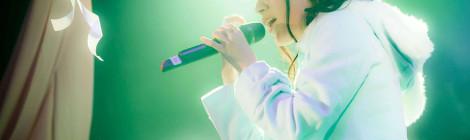 アニソンシンガーかなでももこ、バースデーワンマンの舞台上で「KING SUPER LIVE 2015」演目を数多くカバー!!。客席をゴムボートに乗って練り歩くパフォーマンスも!!