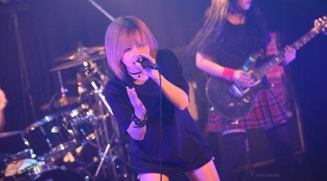 愛沢絢夏、東京での初主催ライブを通してつかんだ、確かな一体化!!「人生を賭けて、僕はここで歌ってるんだ」。