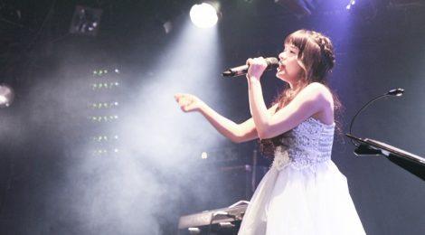 職業アイドルを貫くyoshimi、10周年記念単独公演で数々のバラードを熱唱。訪れた人たちの心に嬉し涙を落していった?!。